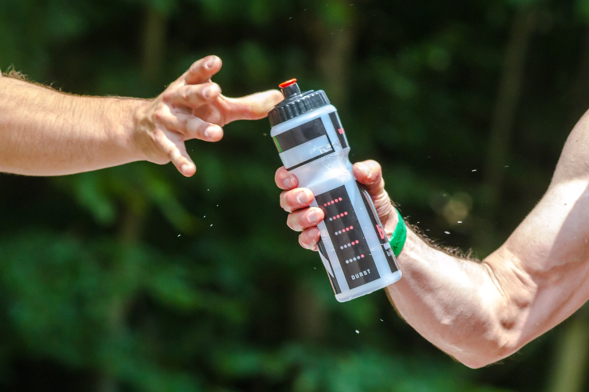 What's Better for Dehydration: Water vs Sports Drinks